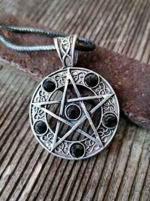 Anhänger Pentagramm mit schwarzen Steinen