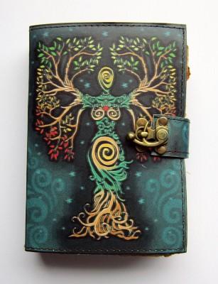 Buch der Schatten Göttin im Baum verflochten mit Messingbeschlag