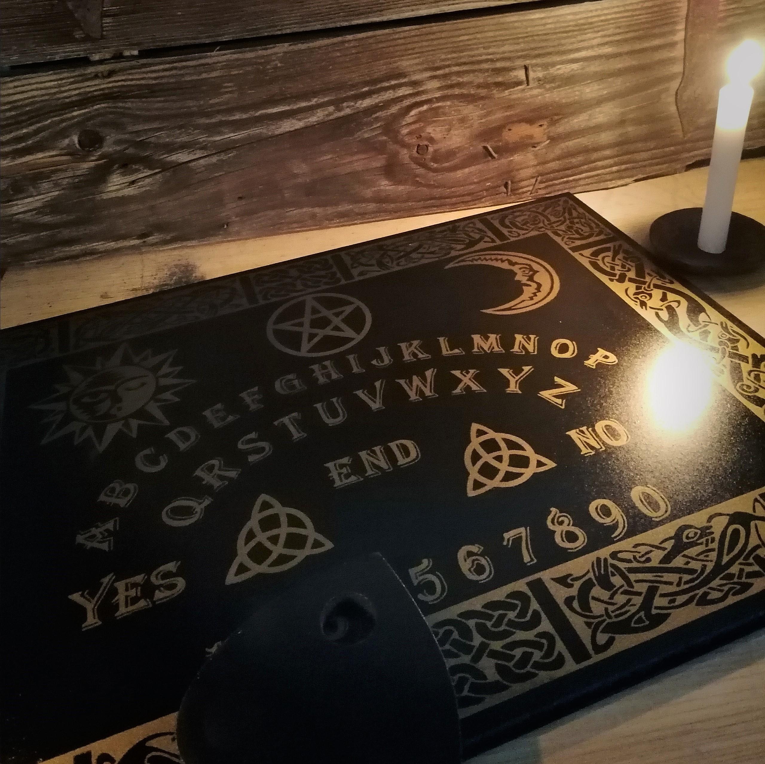 Planches de sorcière (Planche Oui-ja)