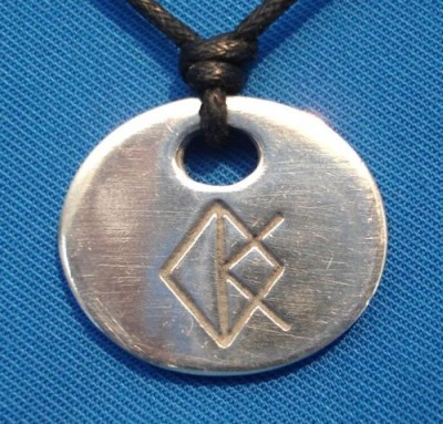 Amuleto con runa creatività
