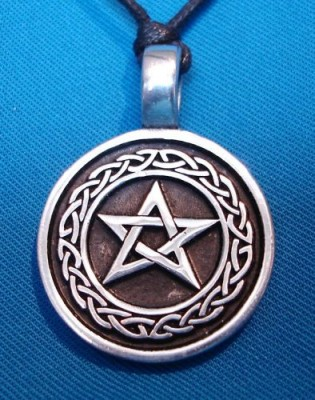 Pendant Pentagram in knot circle