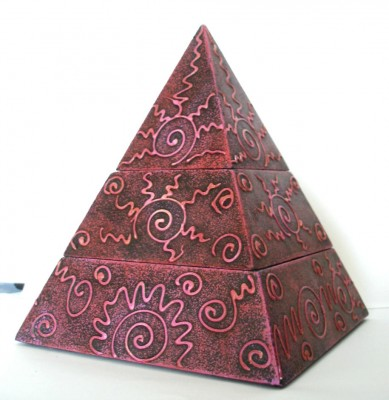 Pyramid box with 2 compartments