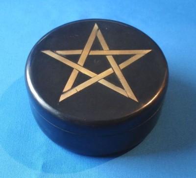 Speckstein Dose rund, schwarz mit Pentagramm