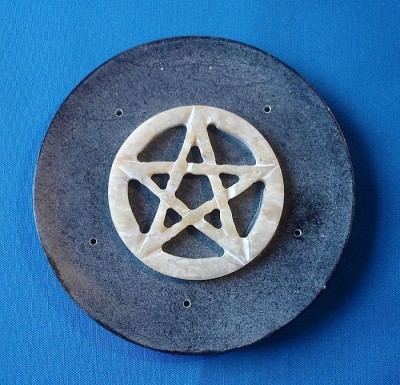 Soapstone Koro Plate-shaped with Pentagram