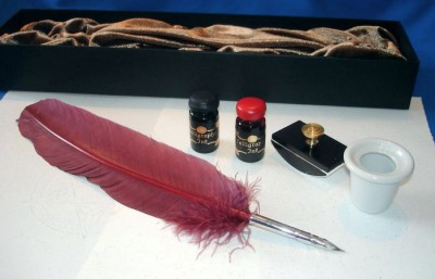 Set with turkey quill pen, 2 x ink, ink bottle and dispenser