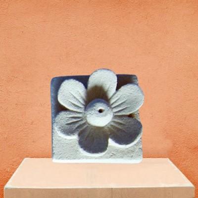Räucherstäbchenhalter aus Steinguss Blume