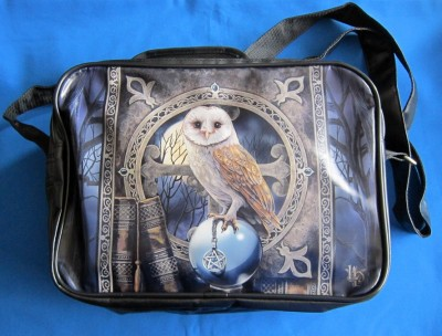 Shoulder bag with owl