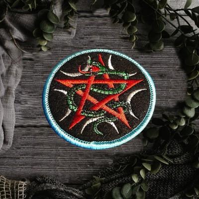Rapiécez Pentagram et serpent