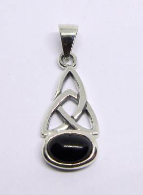 Silver pendant Triquetta with onyx