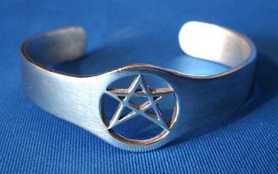 Armreif Pentagramm