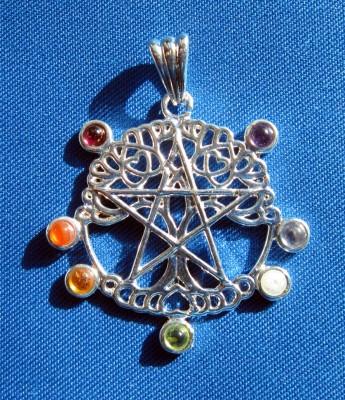 Anhänger Pentagramm Lebensbaum mit Chakrasteinen
