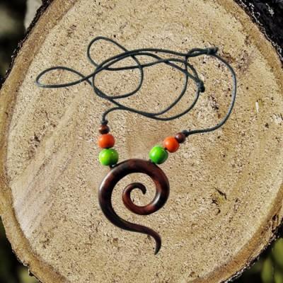 Collana di legno, spirale