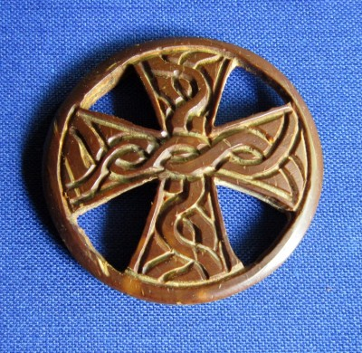Pendant celtic cross of coconut wood