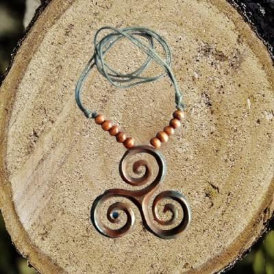 Collana di legno Triskell