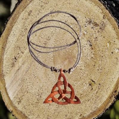 Collana di legno Triquetta