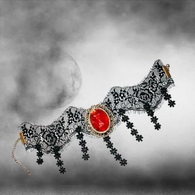 Blood Moon Spitzen Halsband