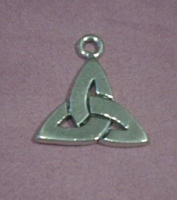 Amuleto in peltro rappresentante la Triquetra