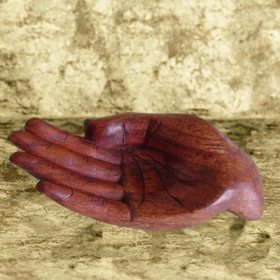 Portasfera di legno a forma di mano