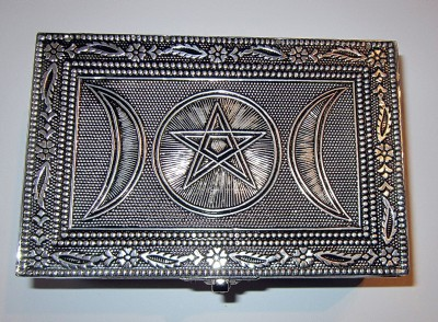 Box Pentagram with triple moon made of metal