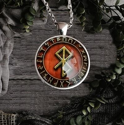 Pendant peace rune in the rune circle