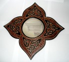 Mirror flower-contour with Celtic-knot brown