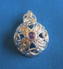 Pendant Celtic Triquetta with stone