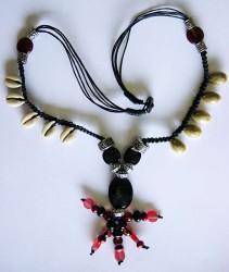 Halskette Voodoo mit Kaurimuscheln