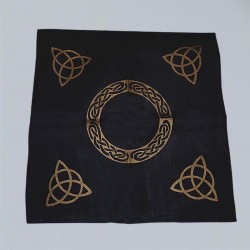 Tessuto d'altare nero con Triquetta oro