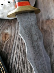 Damascus dagger with wave blade