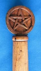 Zauberstab Efeu und Pentagramm