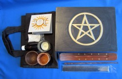 Travel altar with content and pocket