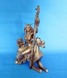 Frigg Frigga Figur aus Polyresin bronziert