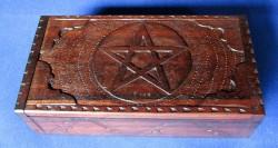 Box con pentagramma grande