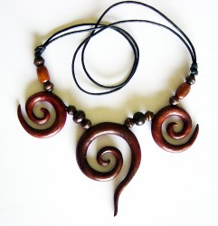 Collana di legno, tripla spirale.