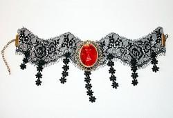 Blood moon cou dentelle et ruban