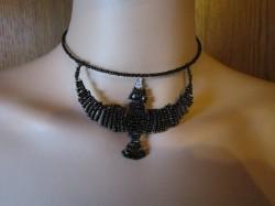 Collana con perle di vetro Corvo