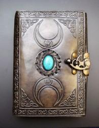 Buch der Schatten Triple Moon mit Türkis Stein